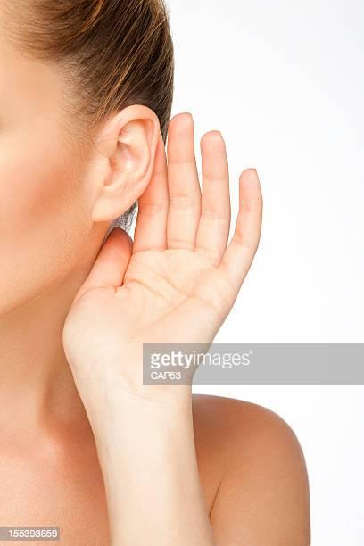Frau hören Sound In der Nähe