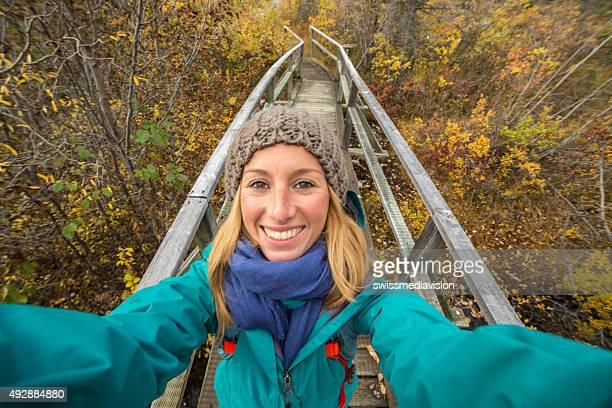 Frau Wandern nehmen selfie-Porträt