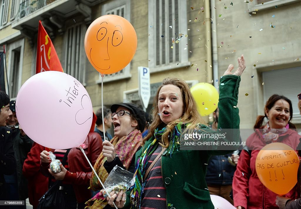 A woman holding a balloon with the inscription 'Short-term contract entertainment industry worker' takes part to a demonstration of artists and technicians working in the entertainment industry on short-term contracts, on March 21, 2014 in Marseille, southern France. Unions and Medef (The French Employers Federation) representatives began on March 20, 2014 an ultimate negotiating session on the artists and performers' unemployment insurance system, as demonstrators continued to protest a planned reform of the rules regulating the unemployment benefits of short-term show business workers. The ballon at right reads 'Without short-term contract workers, no Culture'.