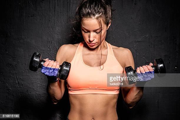 Frau Hand halten das Gewicht