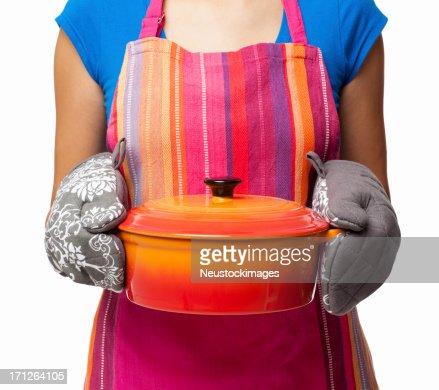 持つ女性キャセロール料理-絶縁型