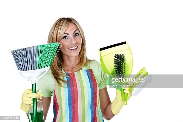 クリーニング製品を持つ女性