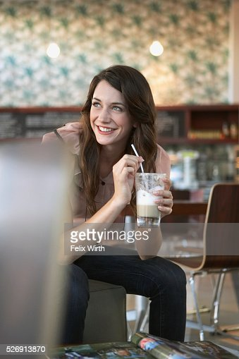 Woman holding coffee drink : Foto stock