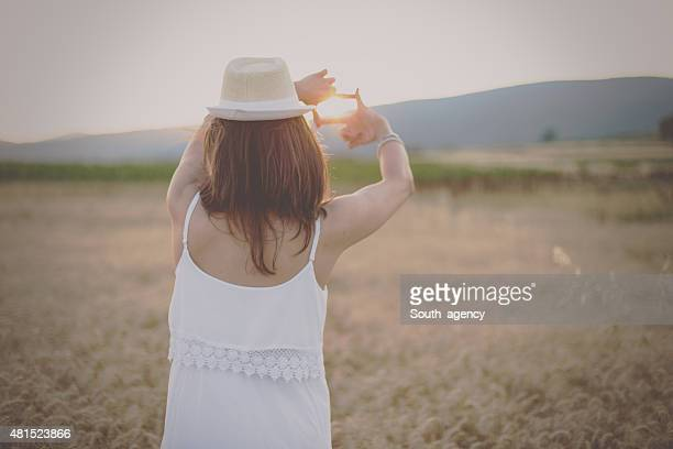 Woman holding hands in her fingers frame