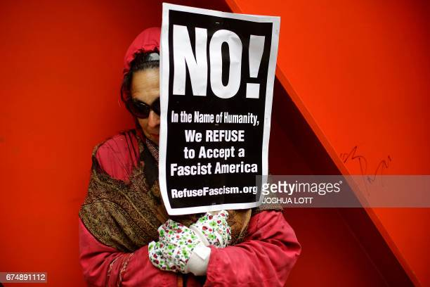 TOPSHOT A woman holds signs during the People's Climate March on April 29 2017 in Chicago Illinois / AFP PHOTO / Joshua LOTT