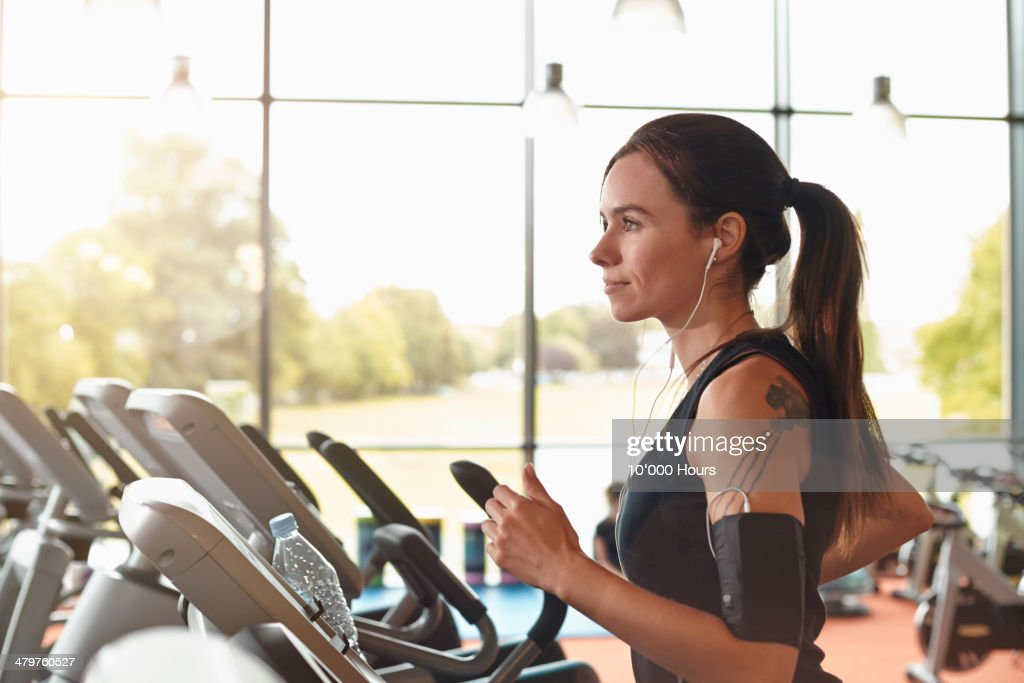 Woman in a gym on a running machine : Photo