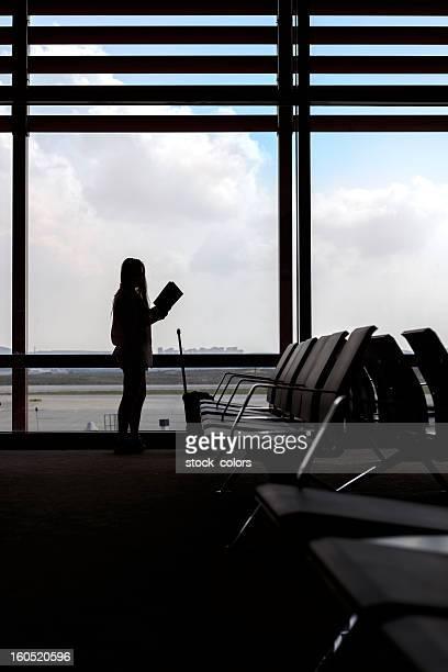 Donna in aeroporto
