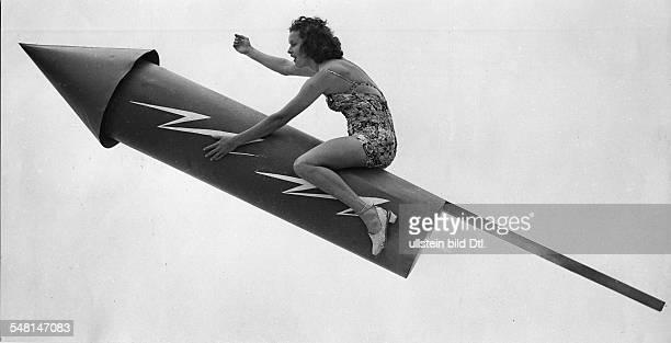USA Woman in bathing suit on a rocket 1939 Published by 'Das 12 Uhr Blatt' Vintage property of ullstein bild