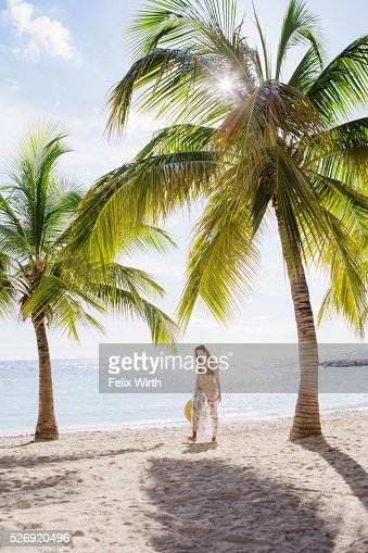 Woman in bikini relaxing on beach : Stockfoto