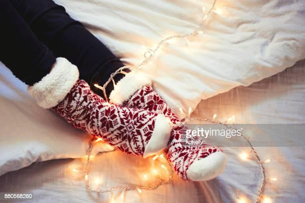 Femme dans l'ambiance de Noël