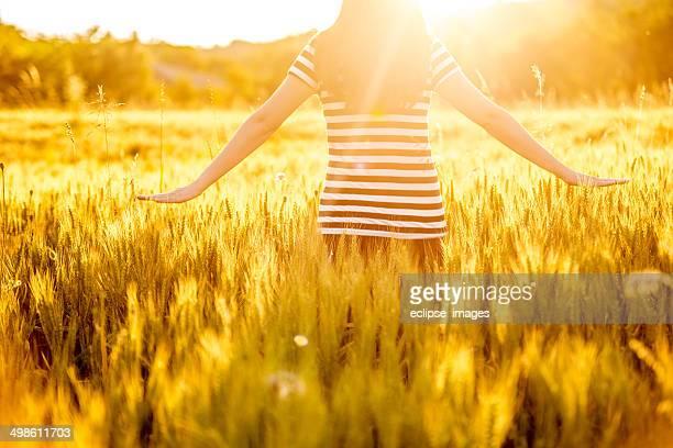 Femme dans le champ.