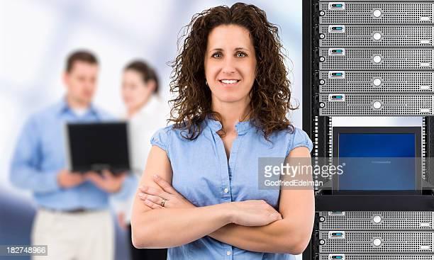 Frau im Bereich Informationstechnologie (IT