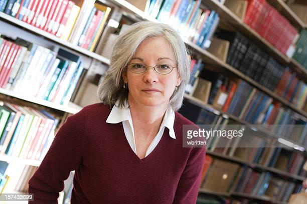 Frau in der Bibliothek Series