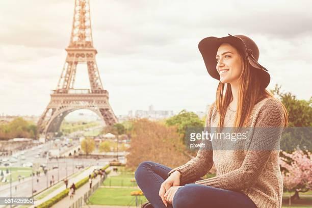 Donna a Parigi