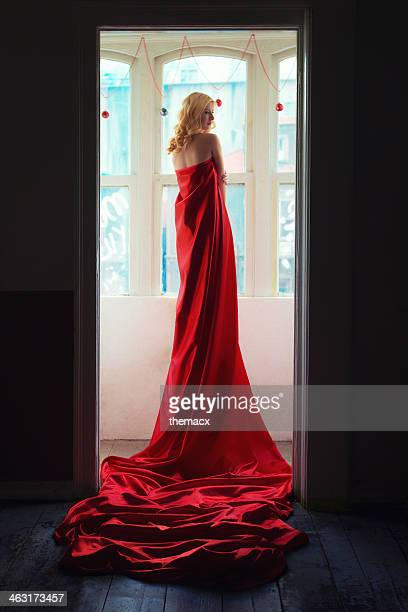 Femme en rouge tissu