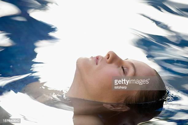 Mujer en el mar