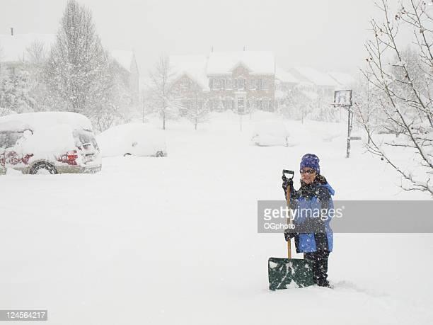 Femme dans une tempête de neige