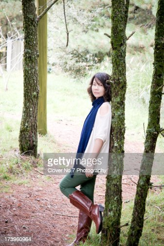 Woman in the forest : Stock-Foto