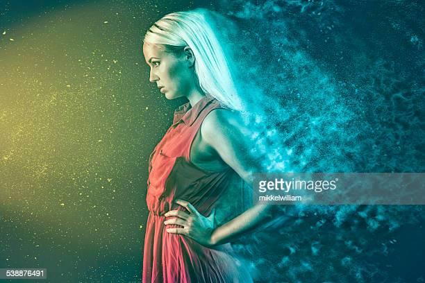 Mulher é hypnotized por supernatural luz