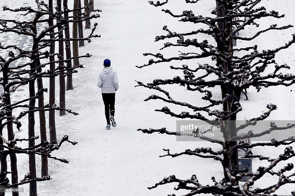 A woman jogs on February 21, 2013 in Duesseldorf. AFP PHOTO / MARTIN GERTEN/GERMANY OUT