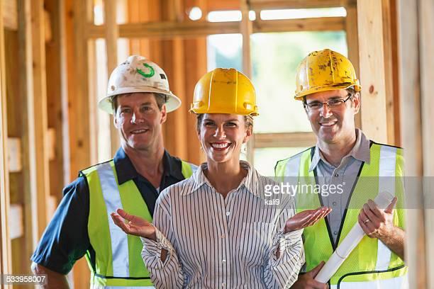 Frau, die crew von Bauarbeitern