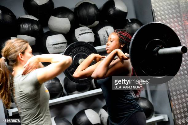 A woman lifts weight during a crossfit training in a gym in Paris on January 16 2015 AFP PHOTO / BERTRAND GUAY / AFP / BERTRAND GUAY