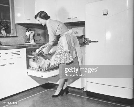 Woman loading dishwasher, (B&W) : Foto de stock
