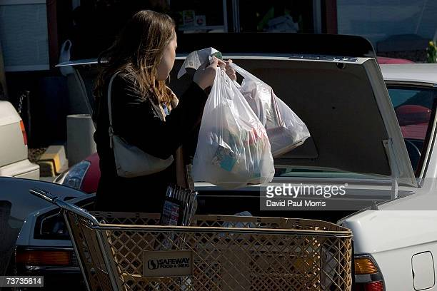 A woman loads groceries in plastic bags into her car at a Safeway store on March 28 2007 in San Francisco California The Board of Supervisors in San...