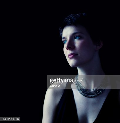 Woman looking away : Bildbanksbilder