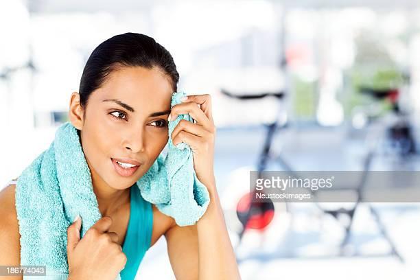 女性「Sweat (スウェット)」でご希望の額をクリーニングからのクラブ