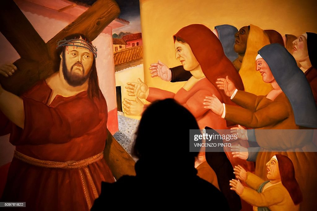 A woman looks at the painting 'The Way of Sorrows' by Colombian artist Fernando Botero on February 12, 2016 during the 'Via Crucis' exhibition at Rome's Palazzo delle Esposizioni. The exhibition runs until May 1, 2016 / AFP / Vincenzo PINTO / RESTRICTED TO EDITORIAL USE - MANDATORY MENTION OF THE ARTIST UPON PUBLICATION - TO ILLUSTRATE THE EVENT AS SPECIFIED IN THE CAPTION