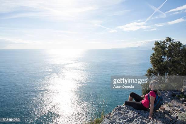 Frau blickt Von Entspannung über dem Meer
