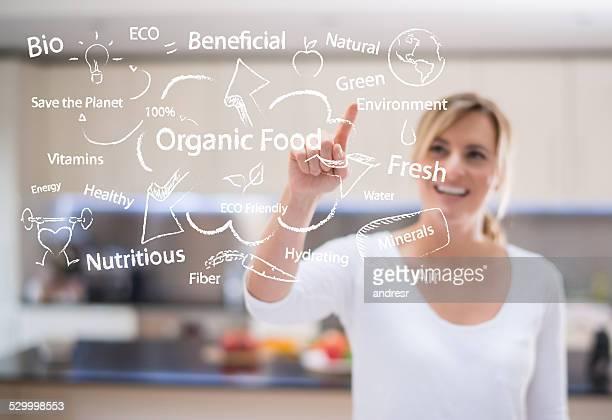 Donna ama il cibo biologico