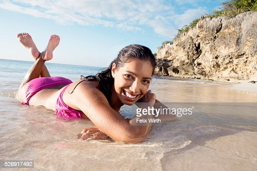 Woman lying on beach : Stock-Foto