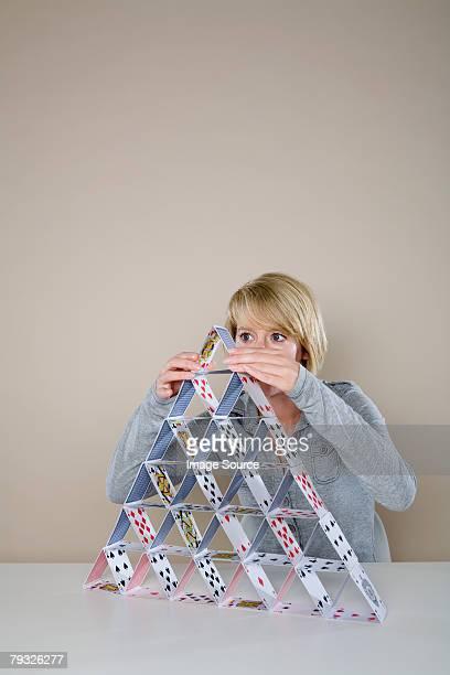 Frau macht eine house of cards