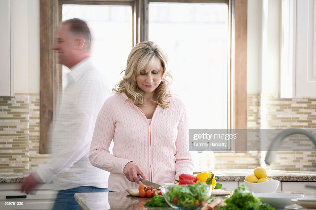 Woman making a salad : Foto de stock