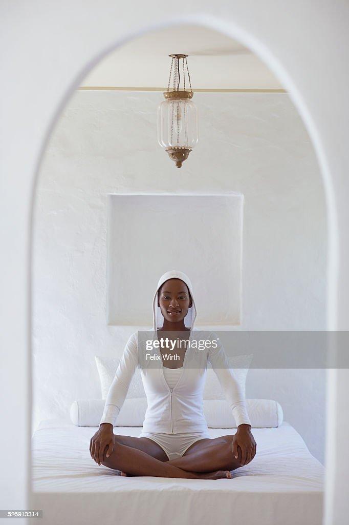 Woman meditating : Stock-Foto