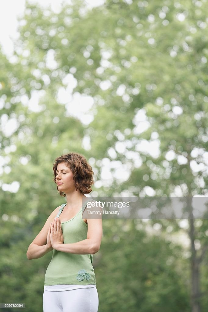 Woman meditating : Bildbanksbilder