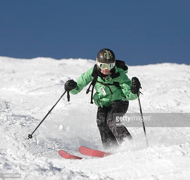 Mujer mogul esquiador