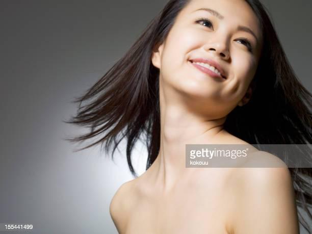 Frau mit einem Lächeln Gesicht Look-up