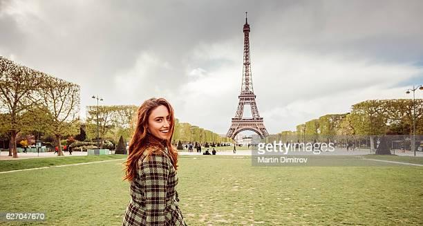 Femme en vacances à Paris