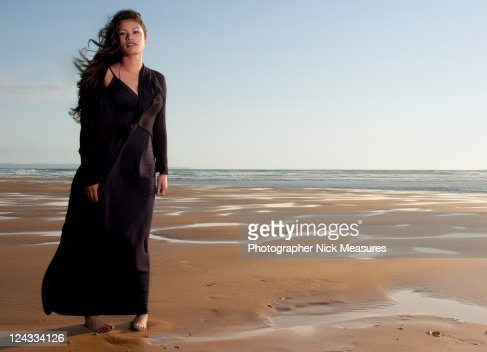 Woman on beach : ストックフォト