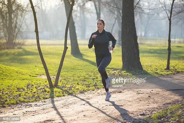 Frau auf cross-country-Lauf