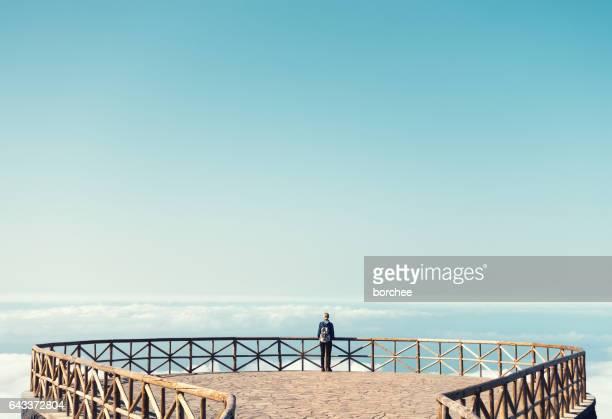 マデイラ島の眺めの女性