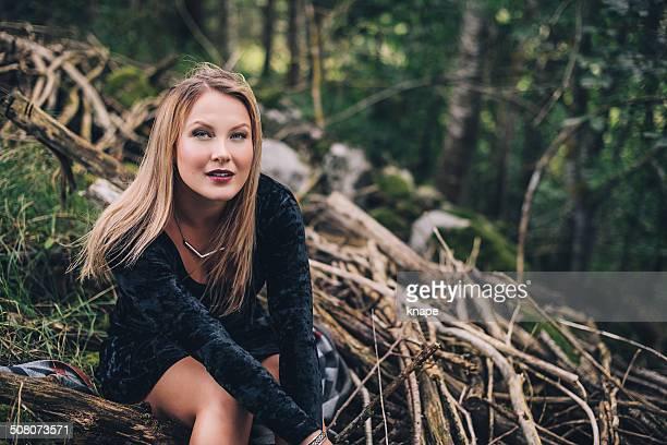 Frau in der Natur im Freien