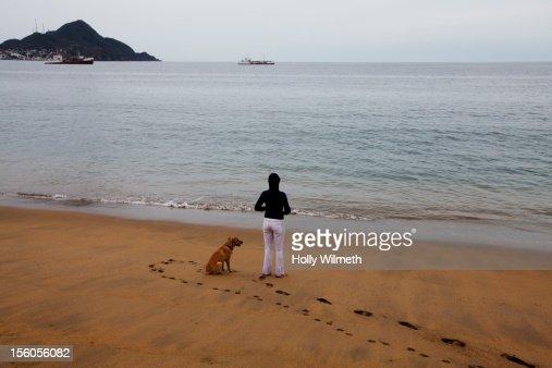 Woman overlooking the ocean : Stock Photo