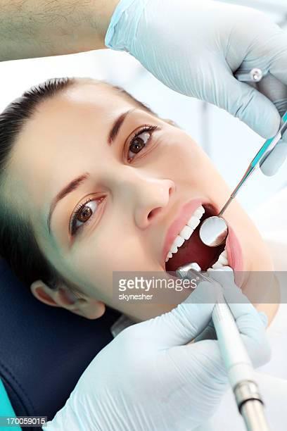 Frau Patienten in Zahnarzt