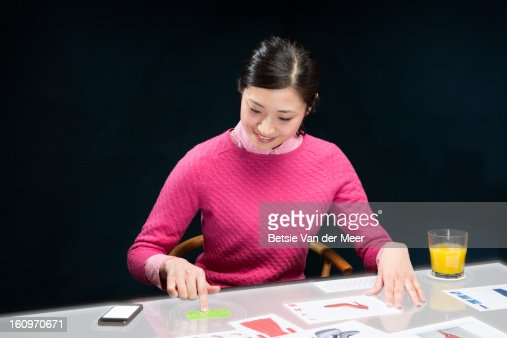 woman pays with creditcard on interactive table. : Bildbanksbilder