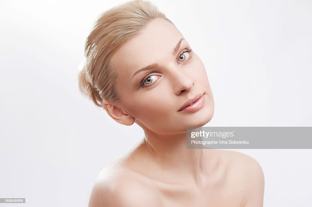 Woman photographed in beauty style : Stock Photo