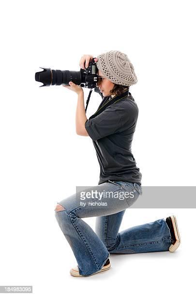 Mujer fotógrafo con cámara Aislado en blanco